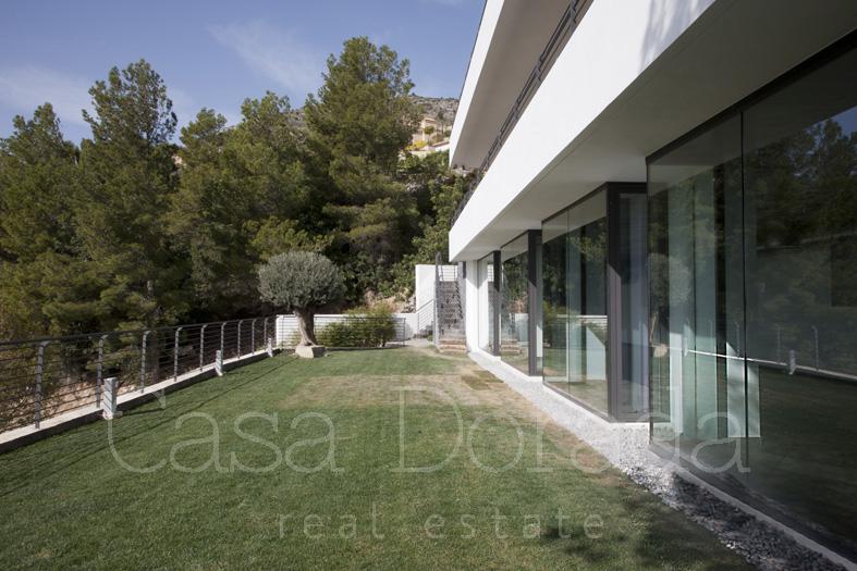 Modern minimalist villa in altea hills casa dorada for Modern minimalist villa