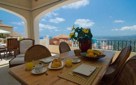 Cozy Mediterranean style villa