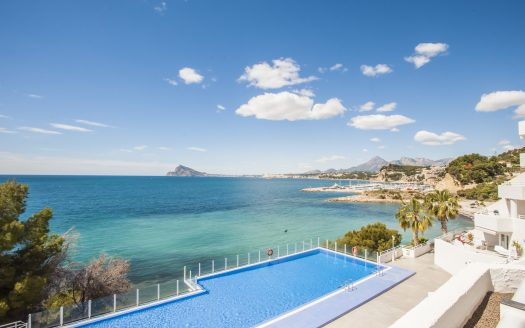 Wonderful beachside penthouse in Mascarat