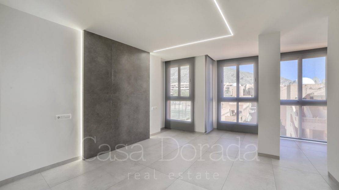 A newly renovated penthouse in Mascarat