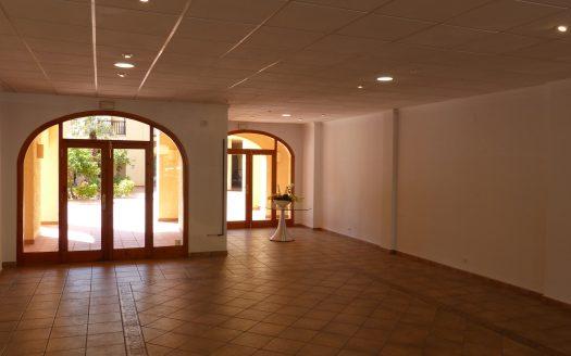 Продаётся коммерческое помещение в Campomanes