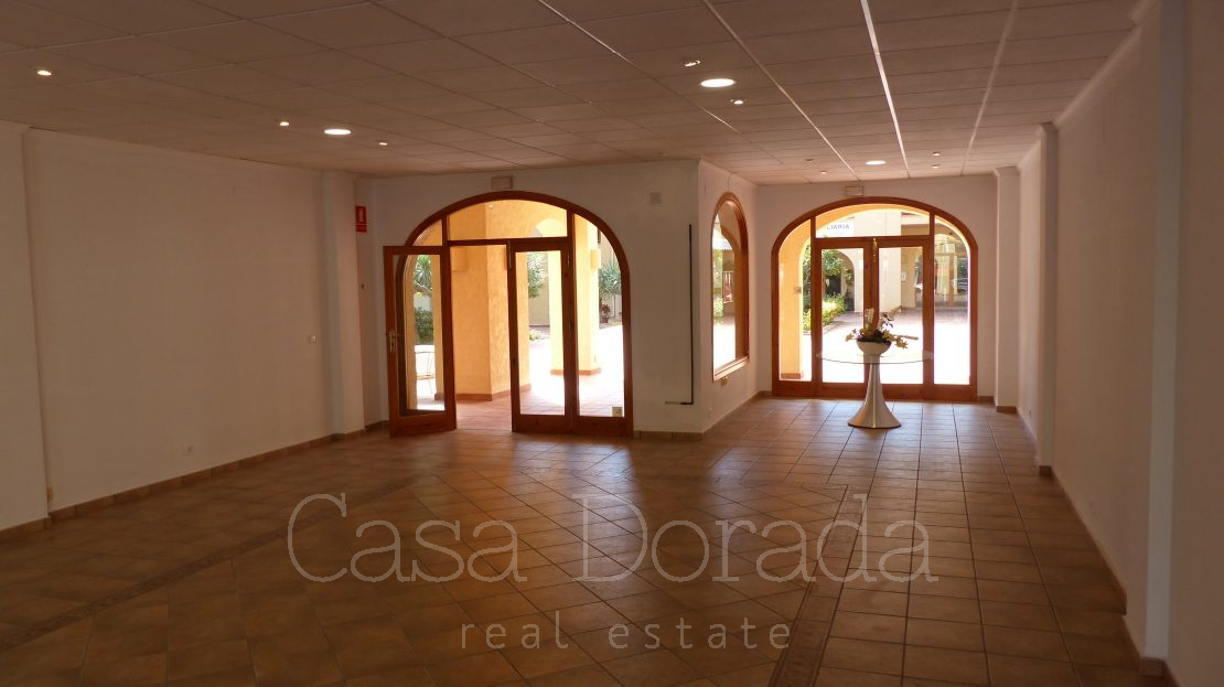 Commercial property in Campomanes